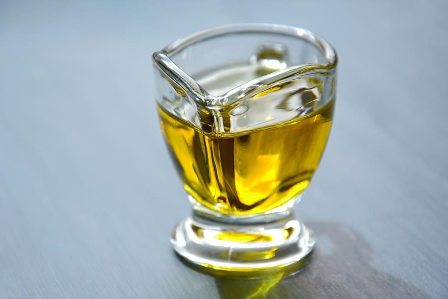 Mélanger le bicarbonate et les huiles végétales