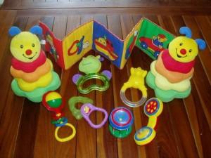 Le bicarbonate de soude / bicarbonate de sodium peut être utilisé pour nettoyer efficacement les jouets de bébé sans danger d'intoxication ou d'allergie