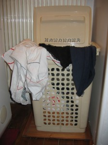 neutraliser les odeurs du panier linge sale avec du. Black Bedroom Furniture Sets. Home Design Ideas