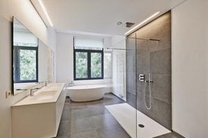 Nettoyage et détartrage de la robinetterie, du lavabo, de la baignoire, de la douche